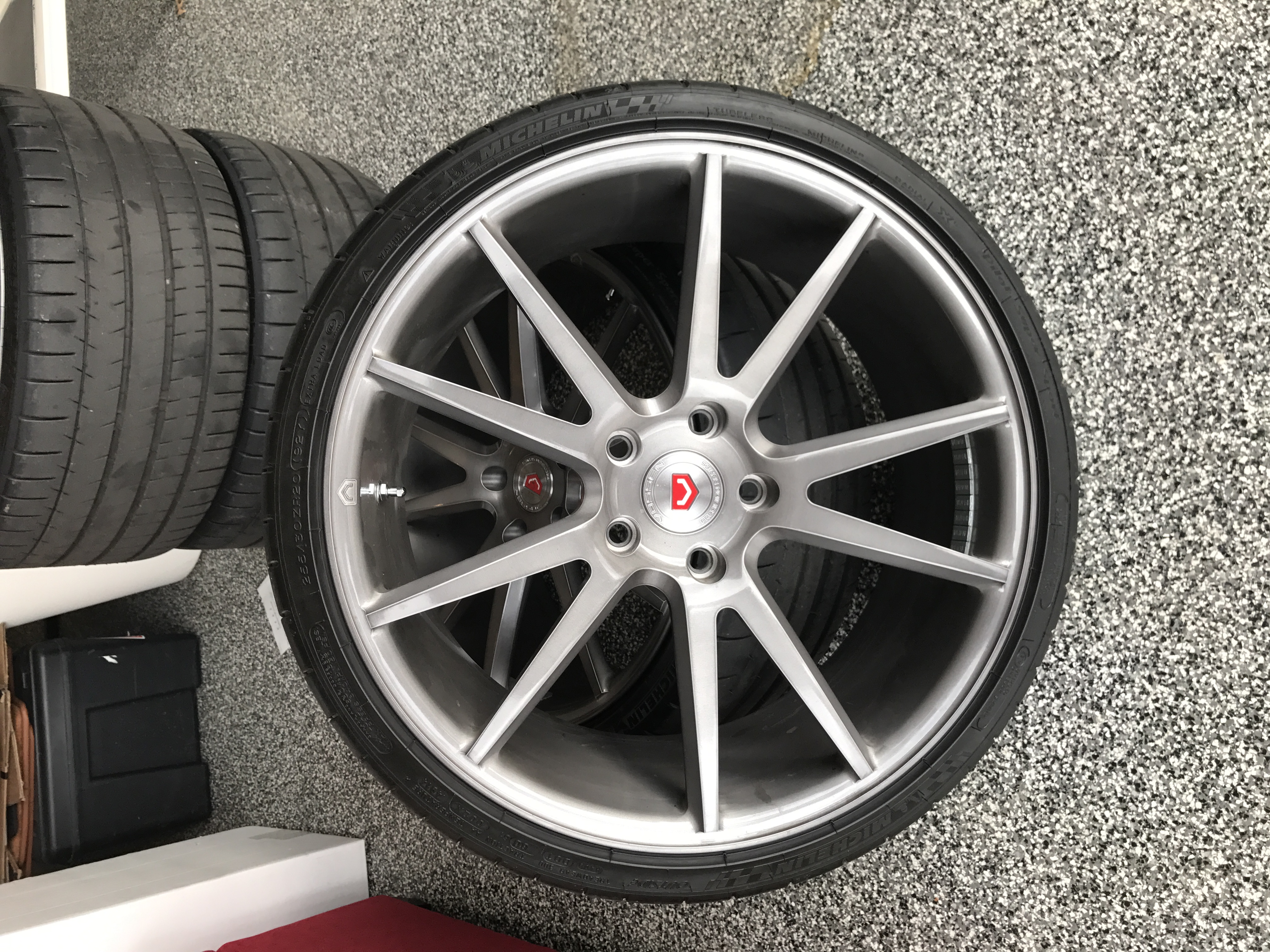 for sale 21 20 vossen stingray wheel tire set. Black Bedroom Furniture Sets. Home Design Ideas