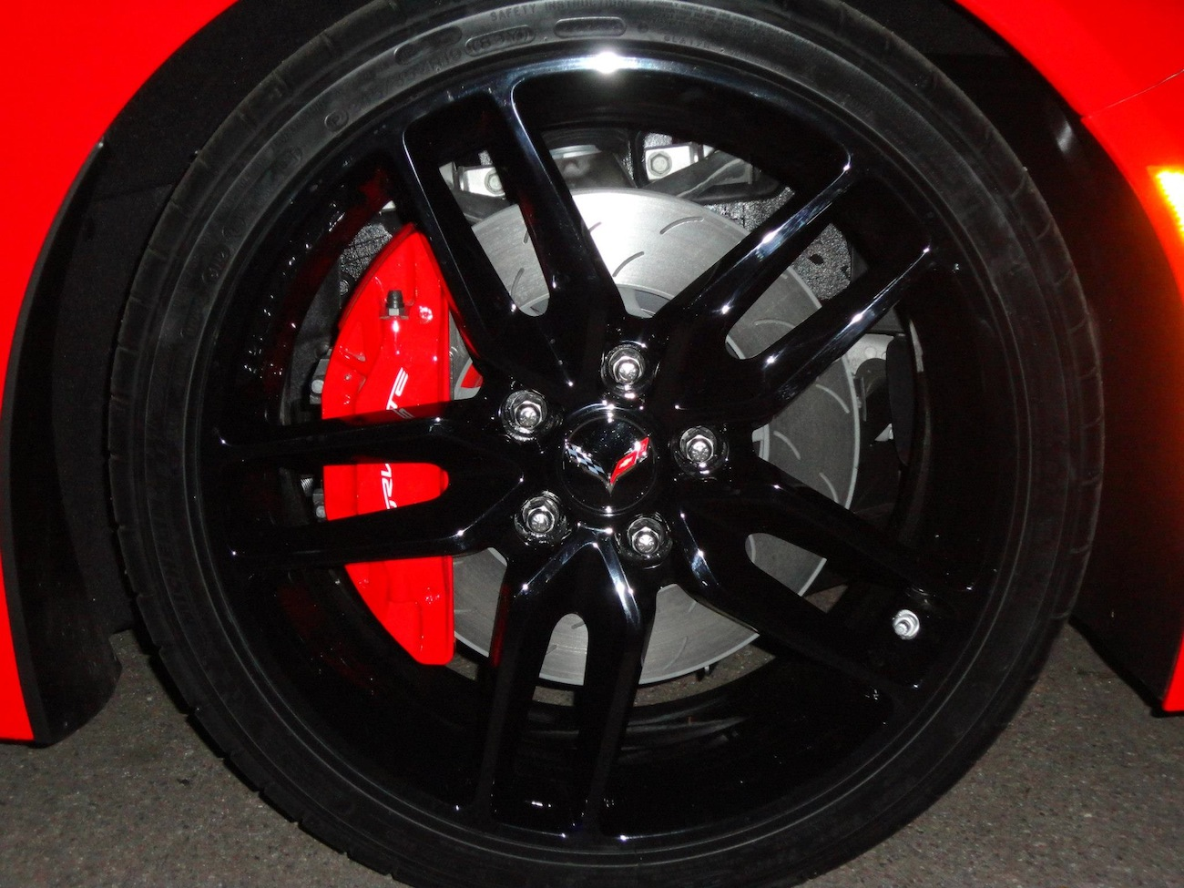Name:  torch-red-2014-corvette-stingray-c7-wheel.jpeg Views: 20614 Size:  296.7 KB